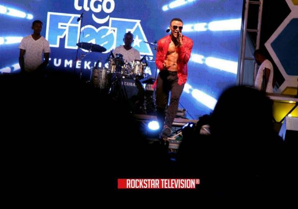 Photo of ALIKIBA Live Perfomance Tigo Fiesta Mwanza #SeduceMe