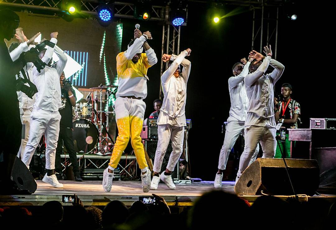 Photo of Diamond Platnumz – Performing live KIZAIZAI at Wasafi Beach Party