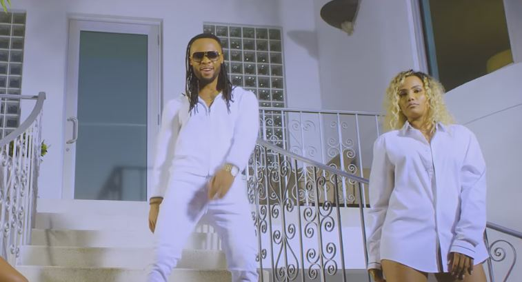 Photo of New VIDEO: Flavour Ft. Phyno – Loose Guard