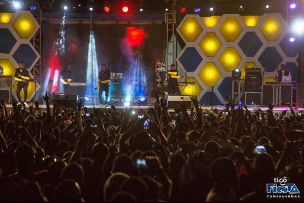 Photo of Rayvanny live performance in Mwanza fiesta 2017