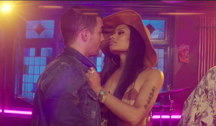 Photo of New VIDEO: DNCE ft Nicki Minaj – Kissing Strangers
