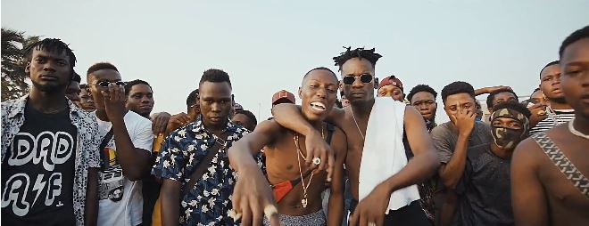 Photo of New VIDEO: J.Derobie feat.Mr Eazi- Poverty