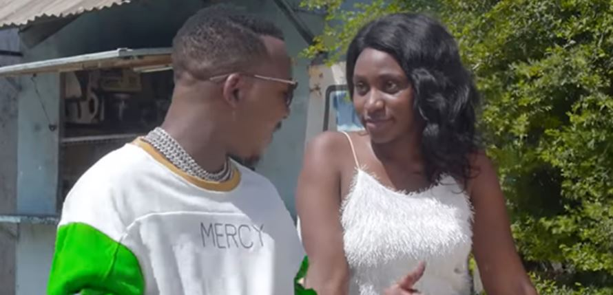 Photo of New VIDEO: Mo music Ft Onesix – Am Into You